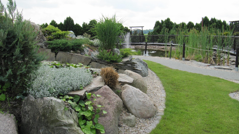 Piante Striscianti Per Scarpate : Giardino roccioso in polonia garden